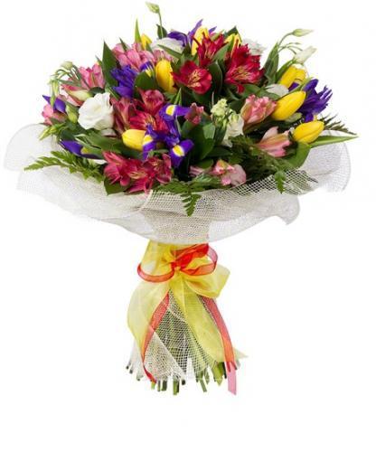 Цветы оформленный букет из гортензии и эустомы